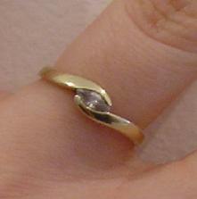 ...toto je môj zásnubný prstienok, ktorý som dostala na našej romantickej dovolenke v Trenčianskych Tepliciach 8. januára 2005...