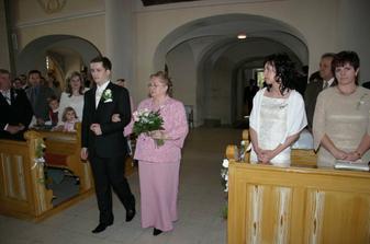 ....ženích s maminou.....