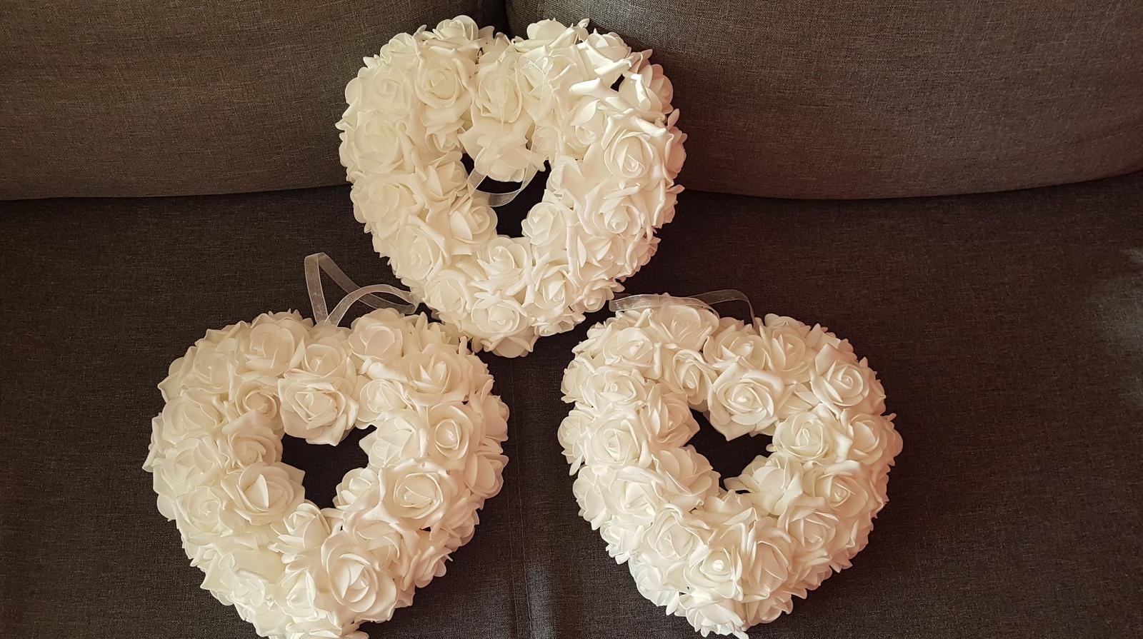 Dekorační srdce bílé růže - Obrázek č. 1