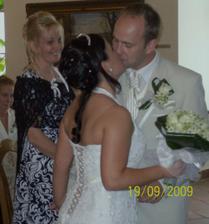 A dloooouhý první manželský polibek:-)))
