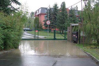 I na kopci jsou občas záplavy
