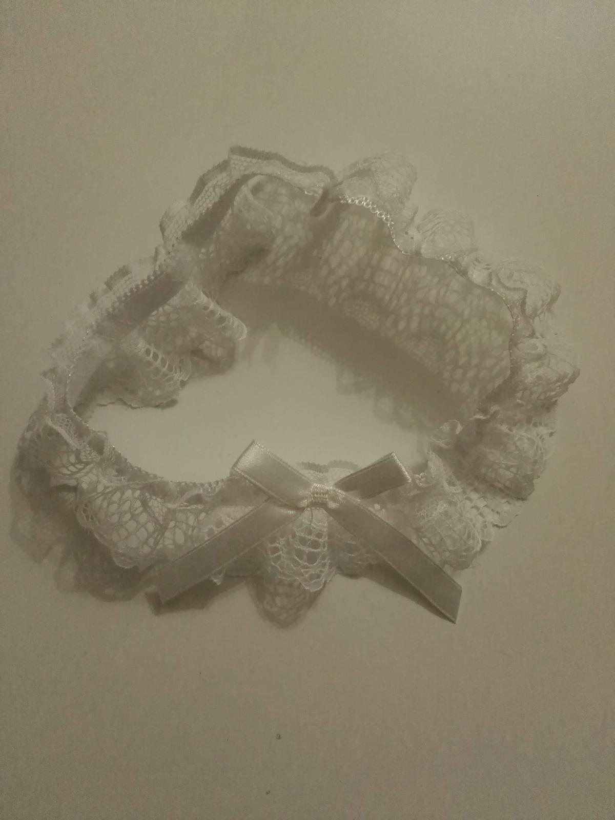 Bílý podvazek - Obrázek č. 1