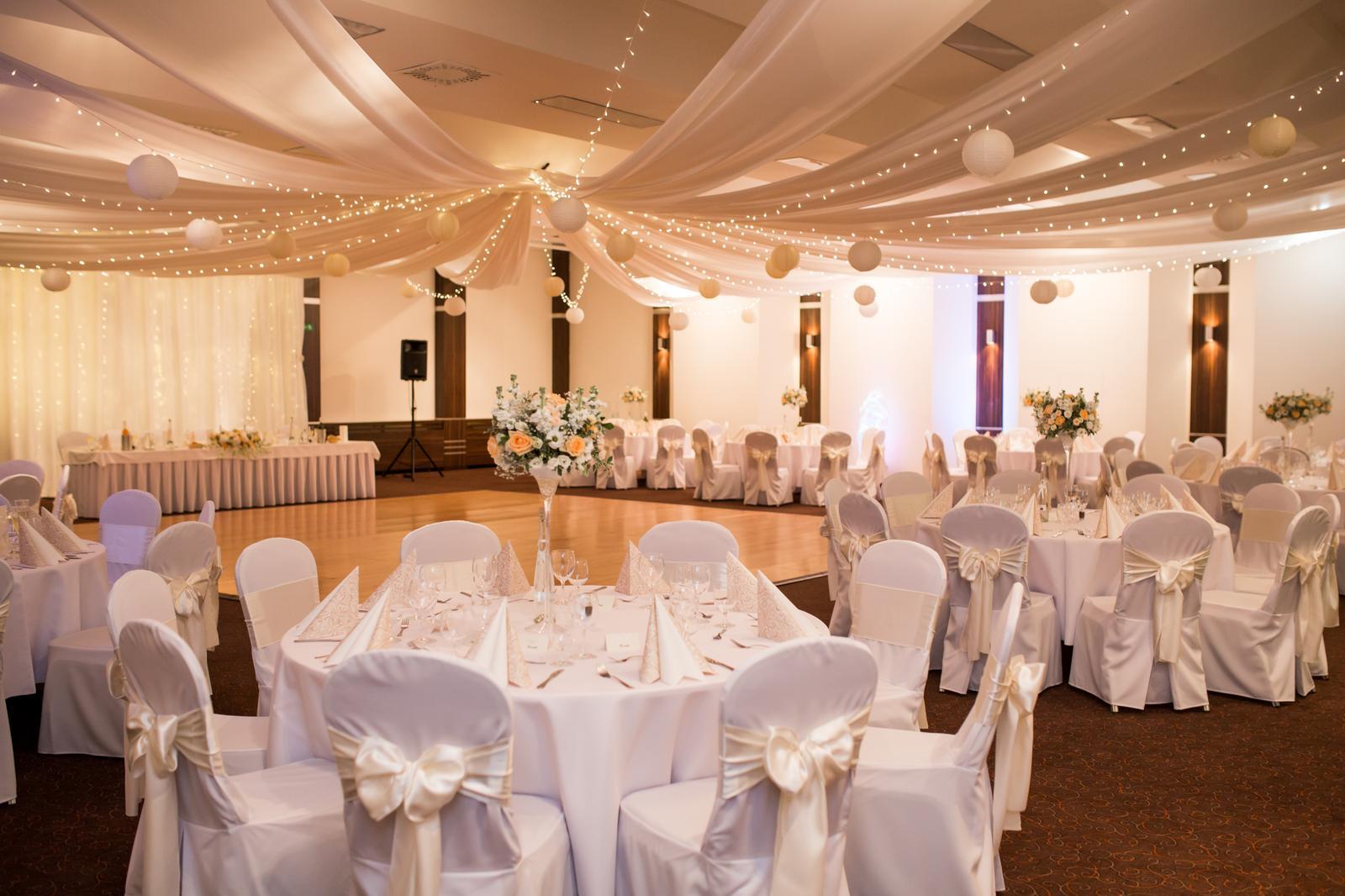 baldachynovo - Elegantná nadčasová svadba v krémových odtieňoch