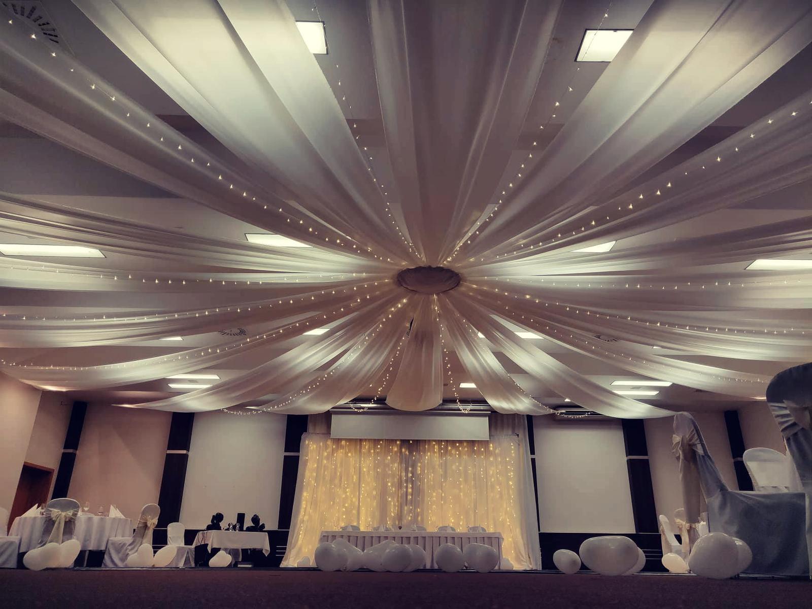 Baldachýnové stropné dekorácie na svadbe 11.8.2018 - Obrázok č. 2