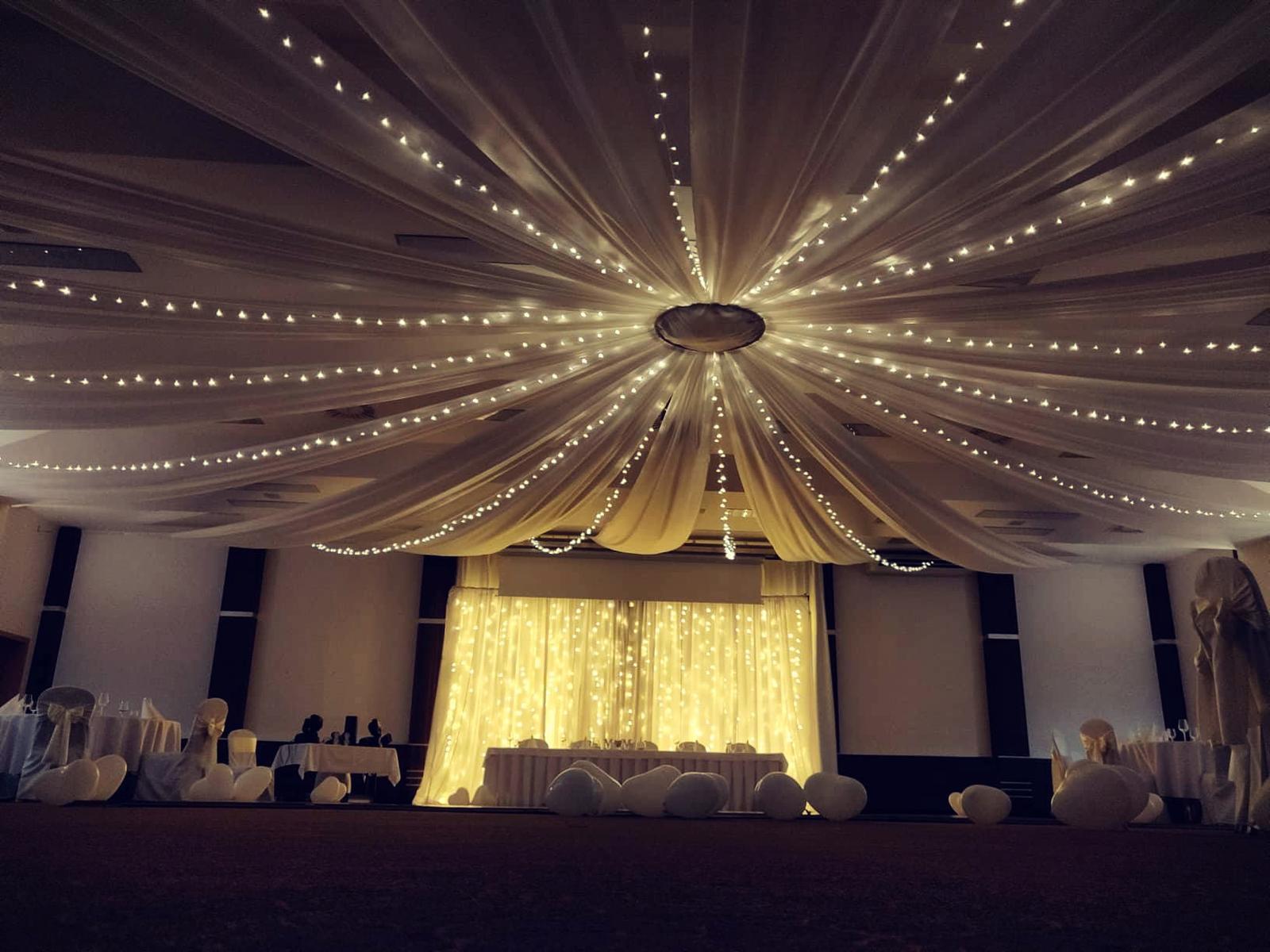 Baldachýnové stropné dekorácie na svadbe 11.8.2018 - Obrázok č. 1