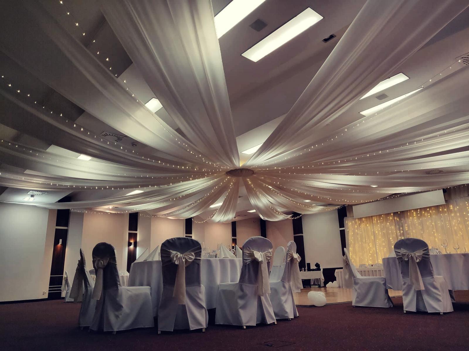 Baldachýnové stropné dekorácie na svadbe 11.8.2018 - Obrázok č. 3