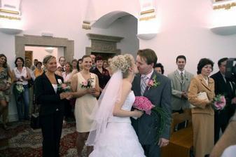 Moje maminka pro nás přichystala krásné překvapení - veliký potlesk při polibku :-)
