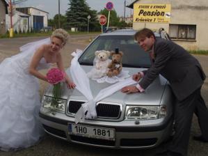Naše autíčko svatebně ozdobené