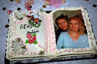 Ačkoliv tohle nebyl náš hlavní svatební dort, sklidil naprosto největší úspěch. To foto je jedlé :-)