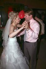 Miloučké překvapení od sestřenky Lenky - soutěž v tanci s nafouknutými srdíčky. Skončili jsme na 2. místě :-)