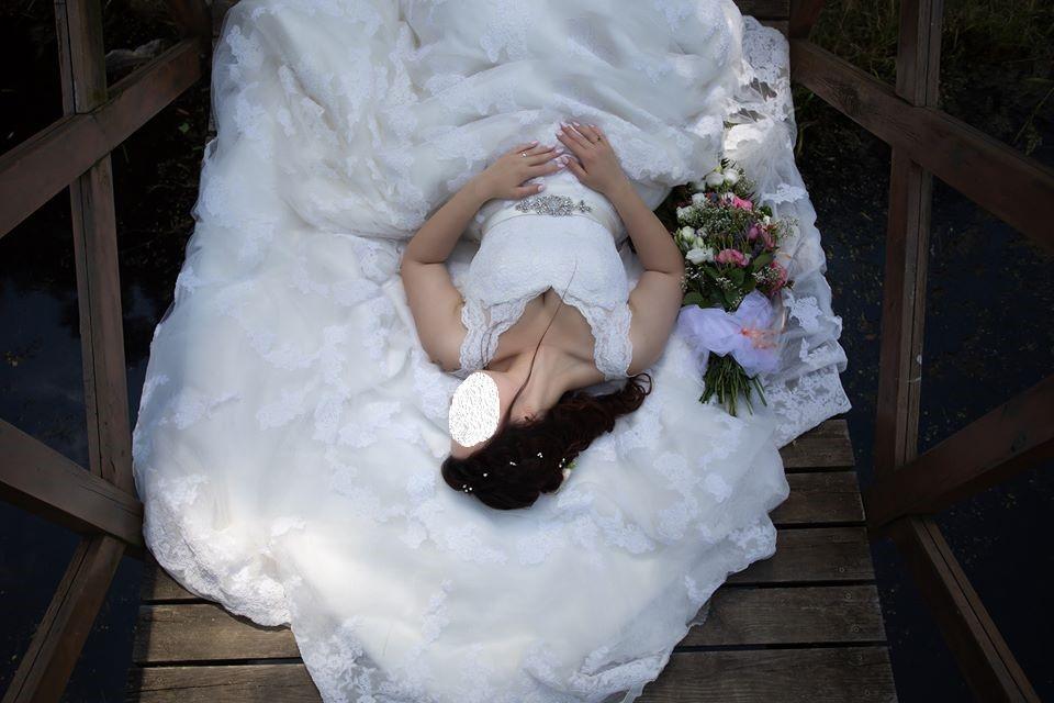 Krajkové svatební šaty s vlečkou vel. 38-40 - Obrázek č. 2