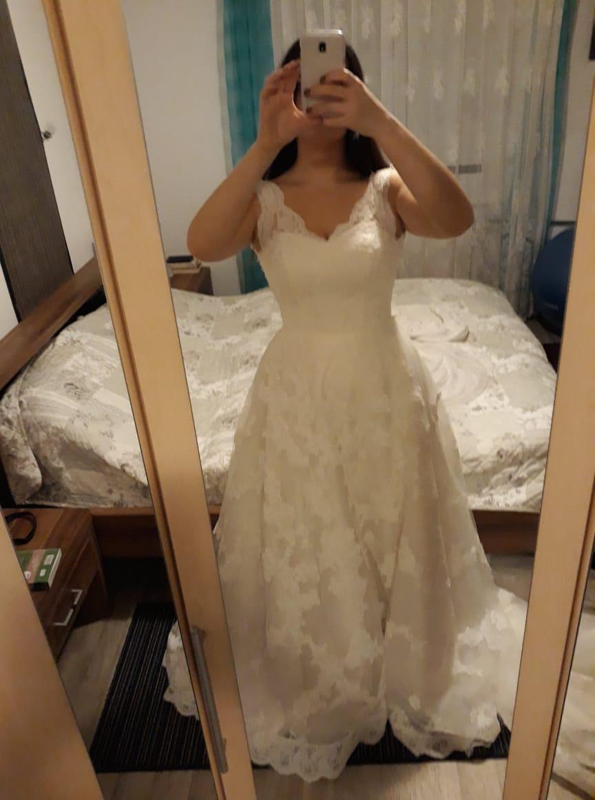 Krajkové svatební šaty s vlečkou vel. 38-40 - Obrázek č. 3