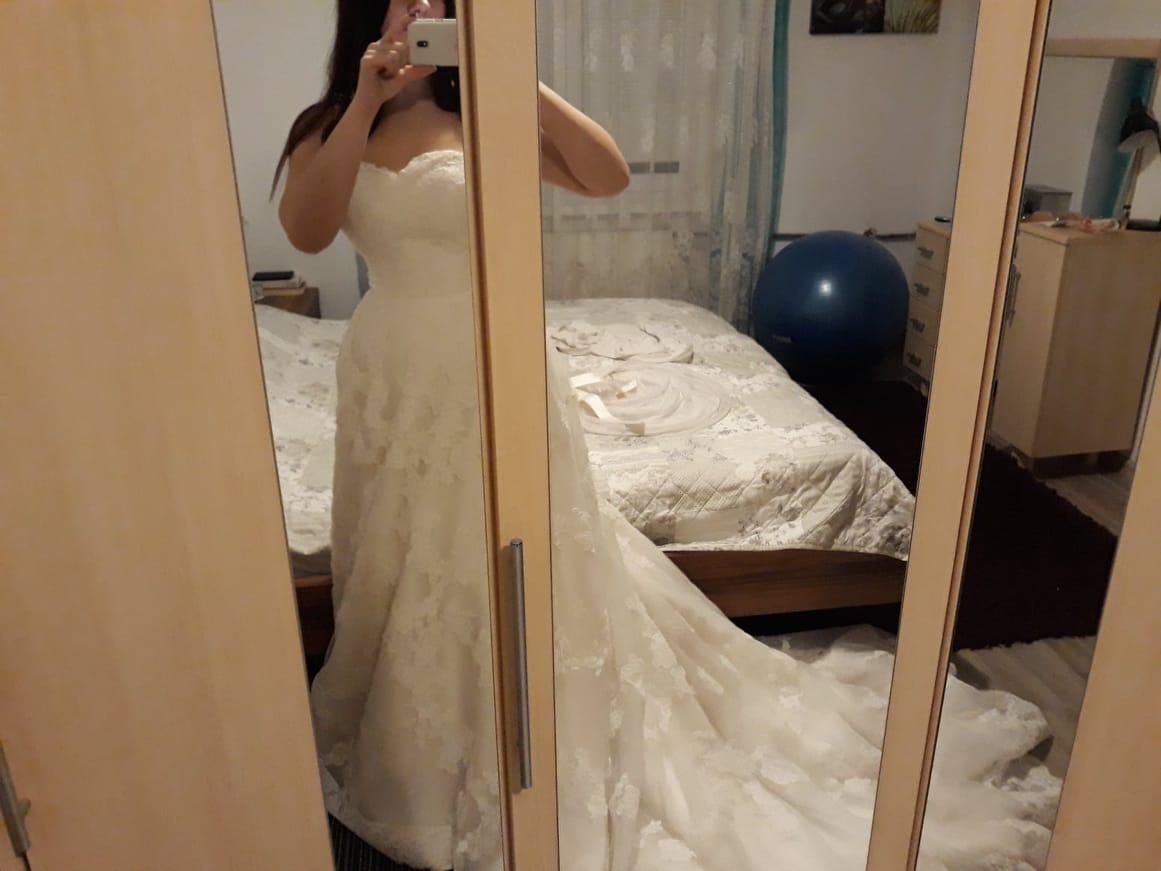 Krajkové svatební šaty s vlečkou vel. 38-40 - Obrázek č. 4