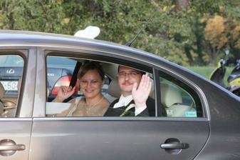 """""""pán prezident"""" s manželkou odchádza a máva a máva a máva...."""