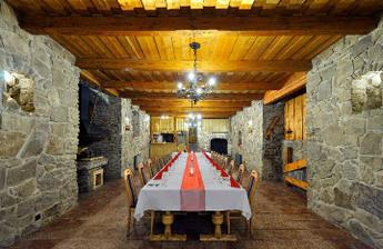 a tu bude svadobná hostina---taká hradná:))