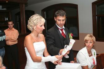 Rozbalování svatebních darů