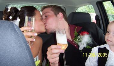 ...druhý novomanželský přípitek...