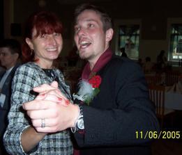 ...taneček s maminkou...