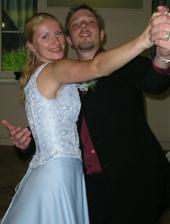...taneček s družičkou...