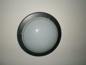 světla na chodbu, tyto jen bílé na spodní WC a do technické místnosti
