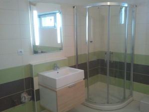 črtá sa kúpelňa (aj zrkadlo už svieti)