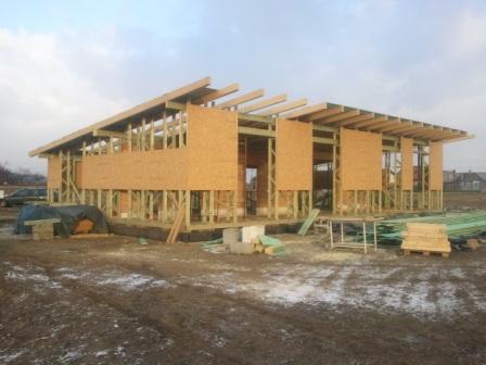 Náš dom :) - skoro hotová strecha ;)