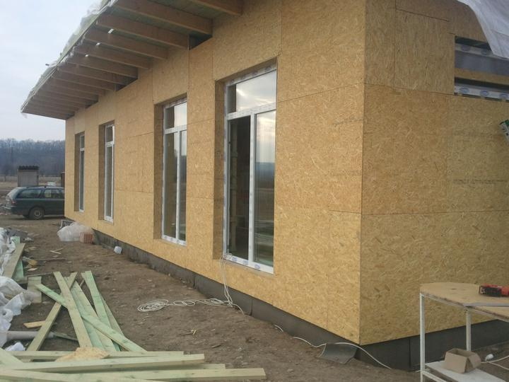 Náš dom :) - opláštenie okolo okien bolo treba dorobiť