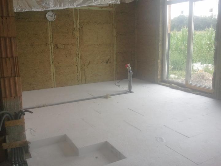 Náš dom :) - PS na podlahe a voda v kuchyni, aj elektrika sa rozbieha