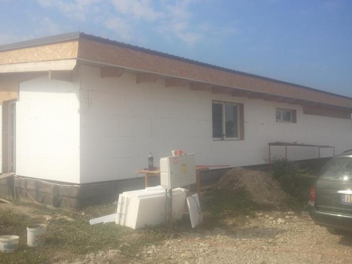 Náš dom :) - fasádny polystyrén - konečne