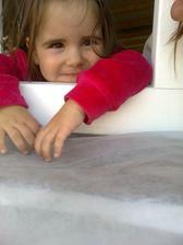 Kontrolujeme bagristu pod oknom ;-)