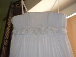 Detail šatů....