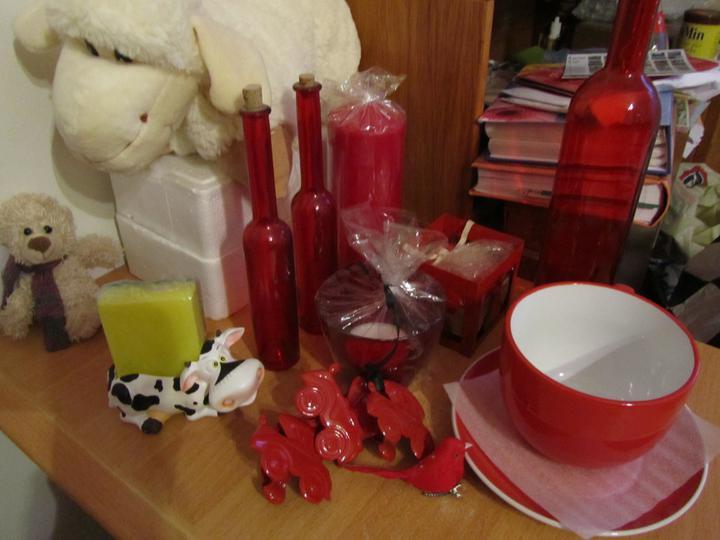 Blbinky - Kuchyň bude s červenými doplňky, tak ježíšek přinesl spoustu červených věcí...
