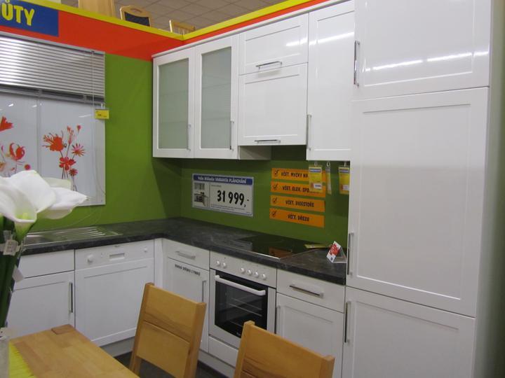 Kuchyň - inspirace a realita - Taková linka by se mi moc líbila, ale nebude na lesklé lince vidět každá kapička?