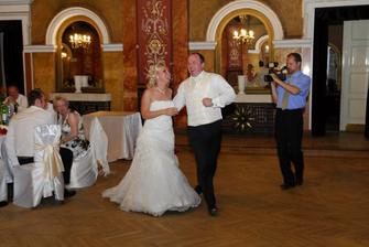 a ide sa na prvy tanec :)
