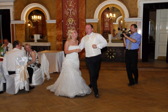 Lenka Vargova{{_AND_}}Raymond Brennan - a ide sa na prvy tanec :)