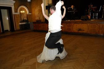 nas 'crazy' prvy tanec :)