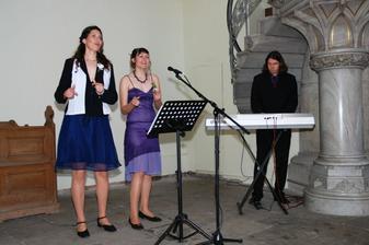 Sestry zpívají