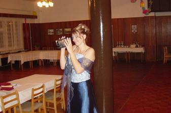 Převlečená nevěsta vše dokumentuje