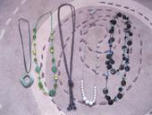náhrdelníky,