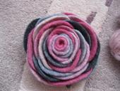 ružovo- šedá brošňa, nepoužitá,