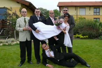 unesli nevěstu - ještě, že tak :o)))