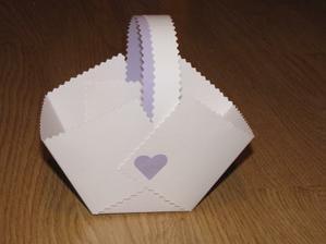 Moje snaha o výrobu košíčků na koláče :-)