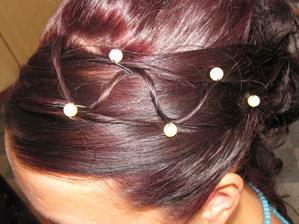 Taková je moje barvička vlasů a doplněno o perličky aby se to zvýraznilo...ale já na to moc nejsem