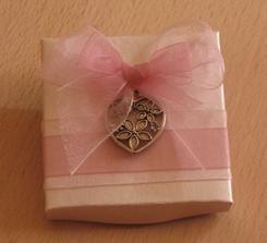Vyrobila jsem krabičku na dáreček pro svědkyni :-)