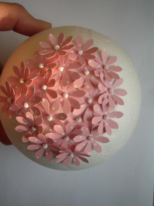 Nezbytné maličkosti :-) - Kissingball v mém pojetí. Jde to fakt pomalu..... asi zkončím jen u jednoho! :-)