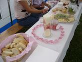 Sýrové mísy s hrozny a ořechy a spousta sladkostí :-)