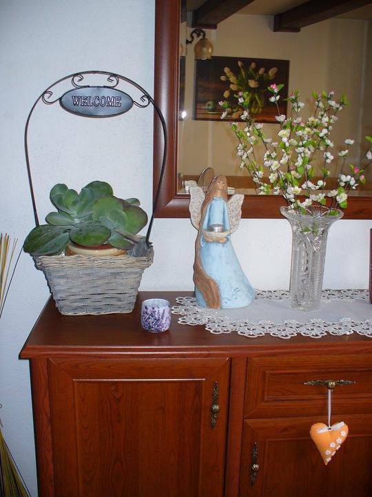 Moje dekorky - moje radosti - dnes v Jysku, ale asi to pôjde na schodisko, len musím zohnať iný kvet