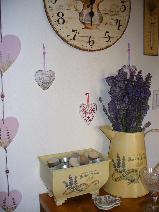 Moje dekorky - moje radosti - vymenila som umelú kytičku za živú