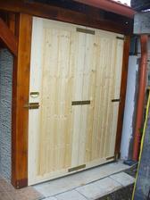 konečne dvere na drevárni