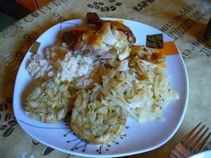 pečené kura, nádievka, ryža, kapusta